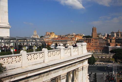 Ascensori per le Terrazze panoramiche del Vittoriano a Roma Altare ...